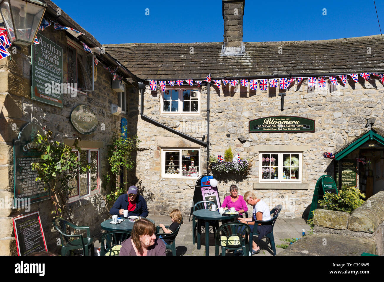 Cafe in the village centre on the weekend of the 2011 Royal Wedding, Bakewell, The Peak District, Derbyshire, UK - Stock Image