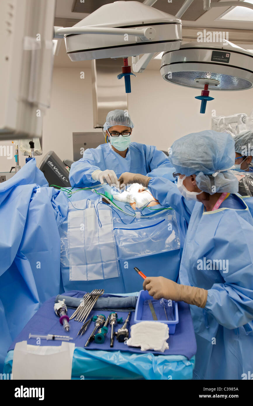 Detroit, Michigan - Dr. Robert Morris prepares a cancer patient for robotic surgery at St. John Hospital. - Stock Image