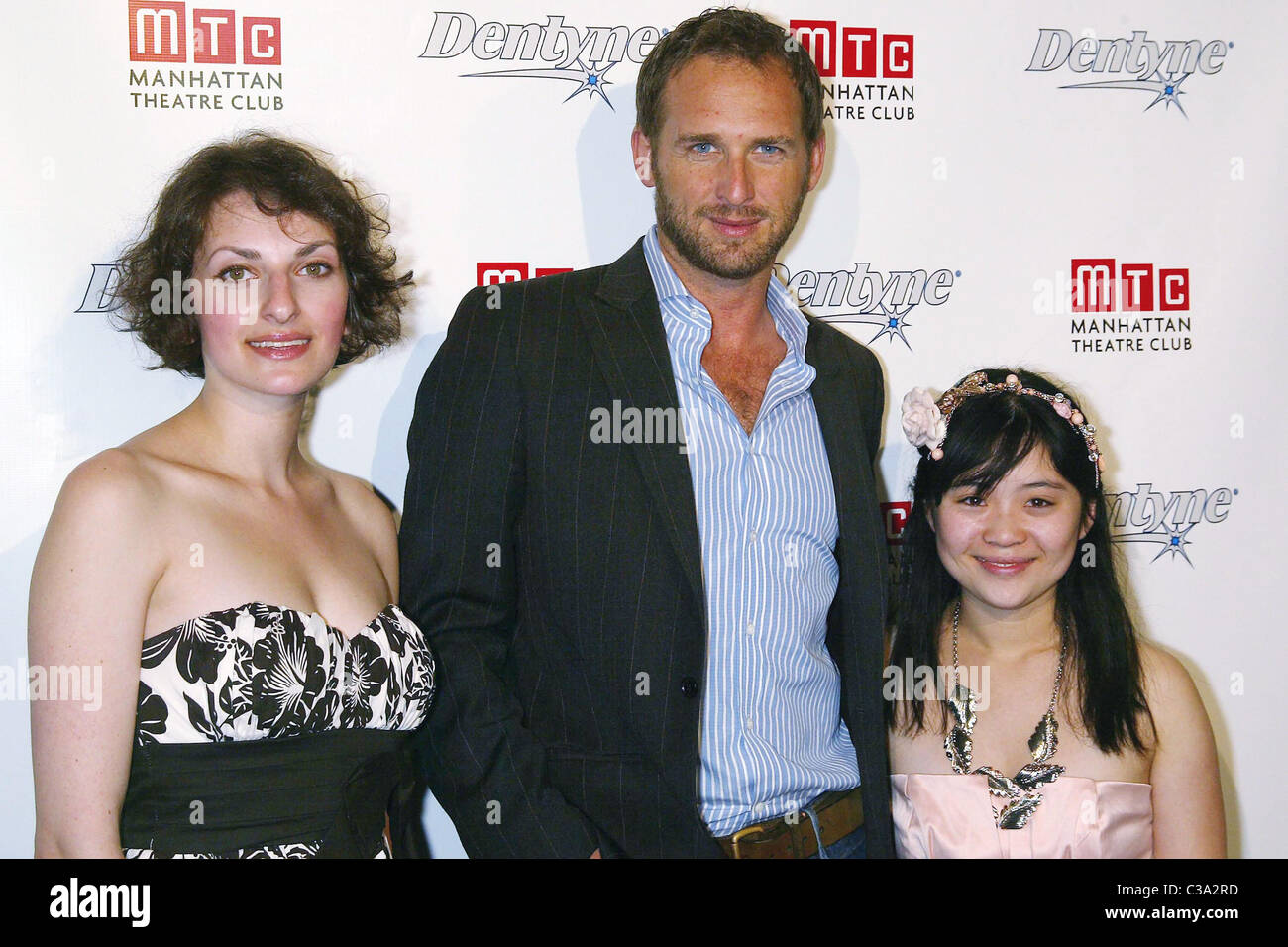 Dina Epshteyn, Josh Lucas, and Nhi Hong Josh Lucas joins Dentyne and Manhattan Theatre Club to host REALationships, - Stock Image