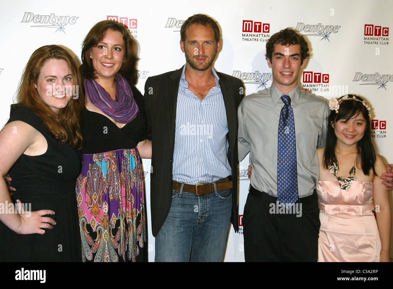 Kelby Siddons, Olivia Swanson,  Josh Lucas, Mike Salomon,  and Nhi Hong Josh Lucas joins Dentyne and Manhattan Theatre - Stock Image