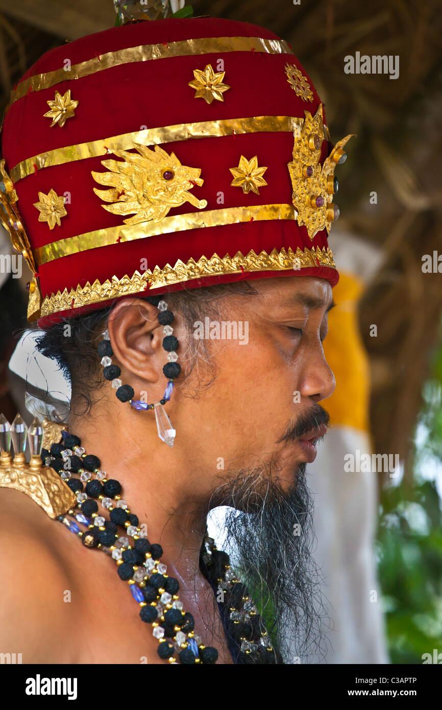 hindu priest stock photos amp hindu priest stock images alamy