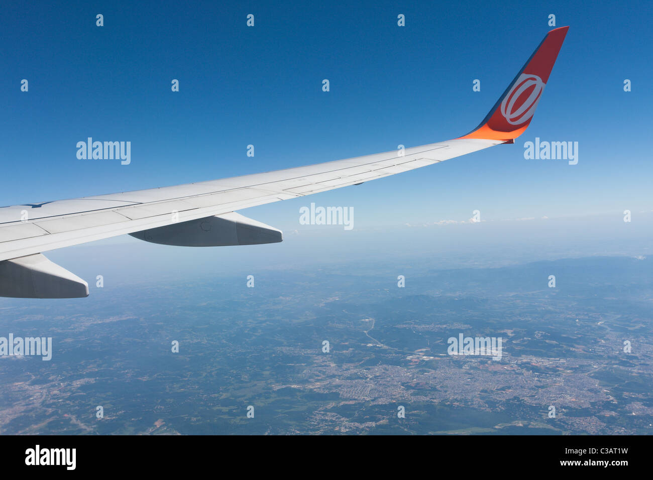 Boeing 737-800 aircraft winglet against blue sky, Carapicuiba and Barueri municipalities aerial view from Gol airline - Stock Image