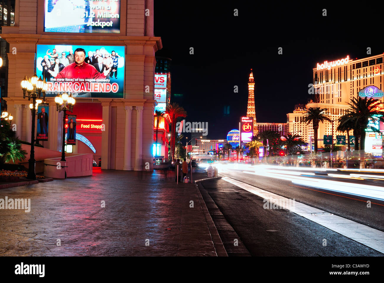 Busy street and New York New York Hotel and Casino, Las Vegas - Stock Image