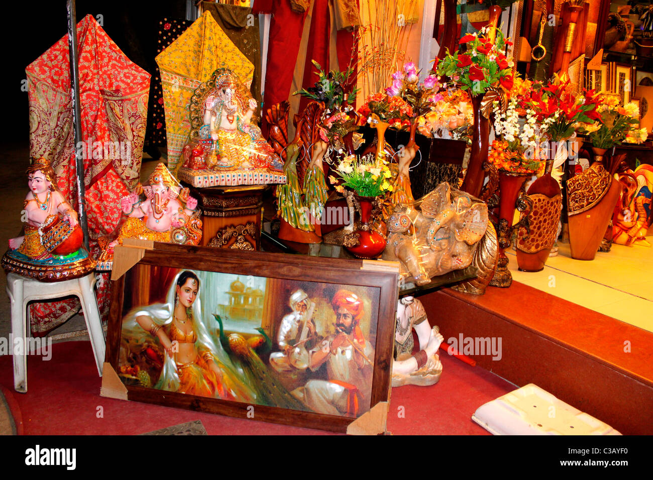 A Handicraft Shop Selling Paintings, Idols, Handicrafts, Decorative Items  In India