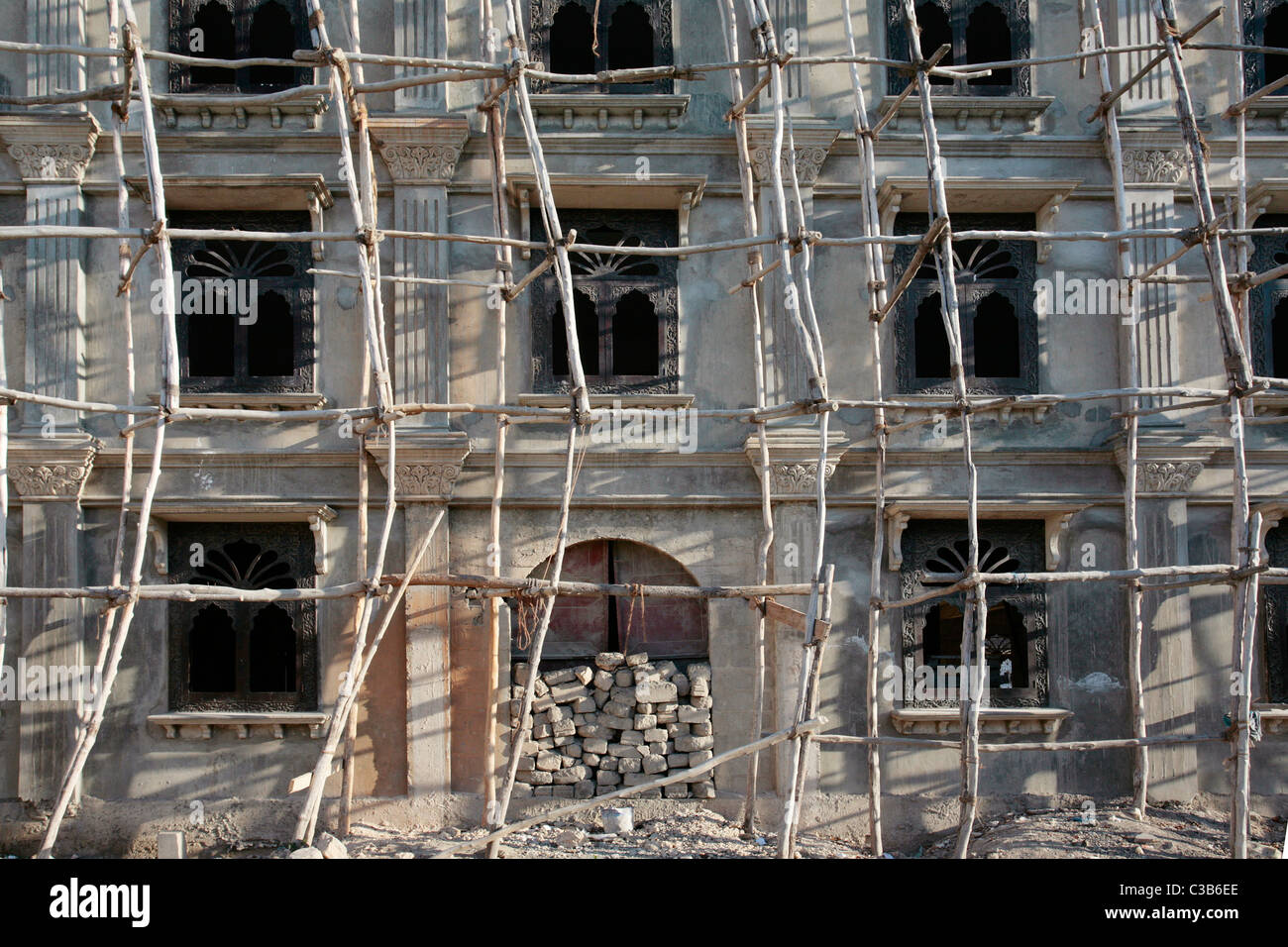 Wooden scaffolding around an old building in Zanzibar's Stone Town - Stock Image