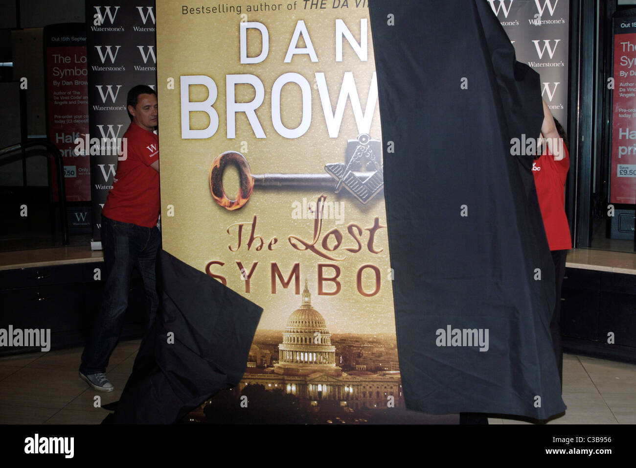 Atmosphere The Long Awaited Cover Of The New Dan Brown Novel The