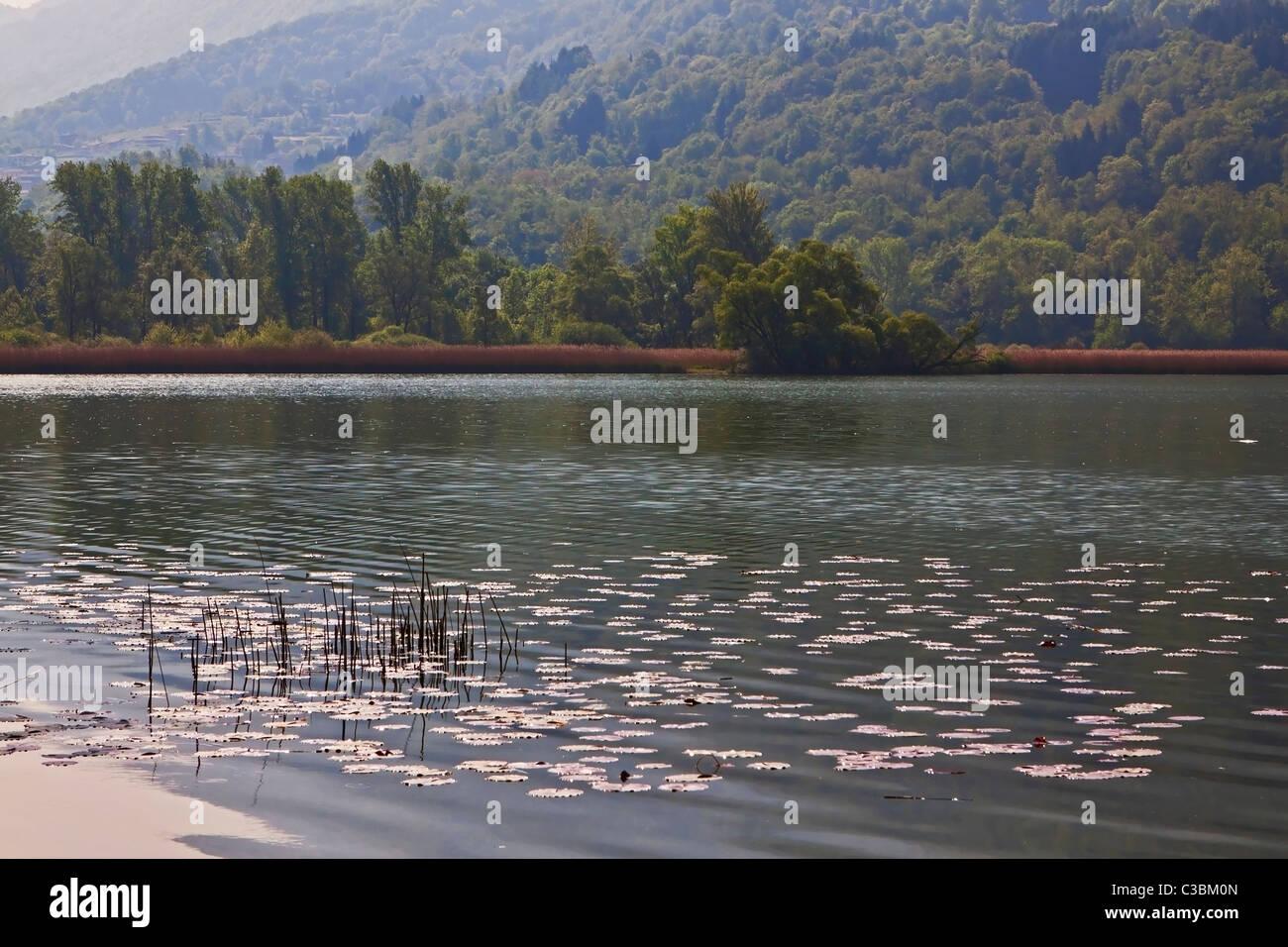 idyllischer Gebirgssee Lago di Piano Stock Photo