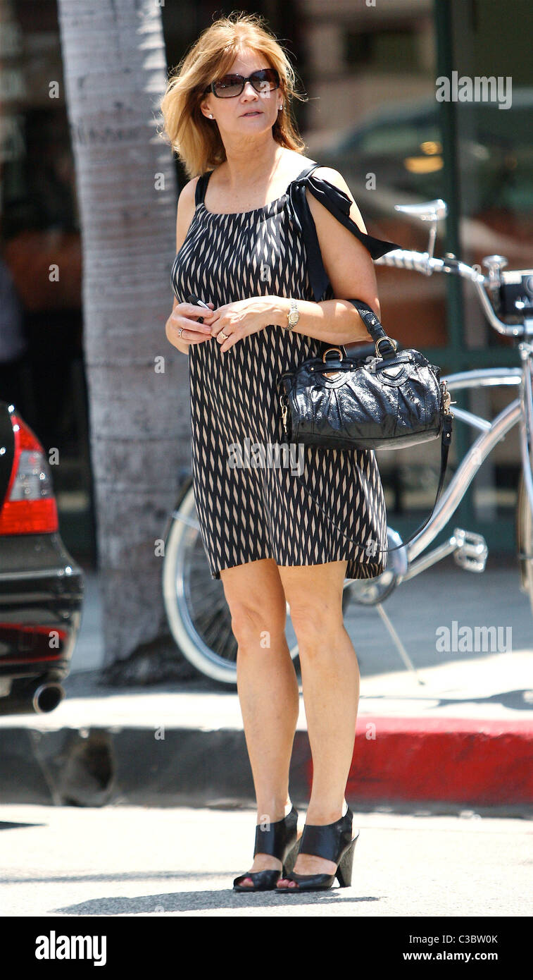 Markie Post poses for photos while leaving a medical building in Beverly Hills Los Angeles, California - 04.06.09 - Stock Image