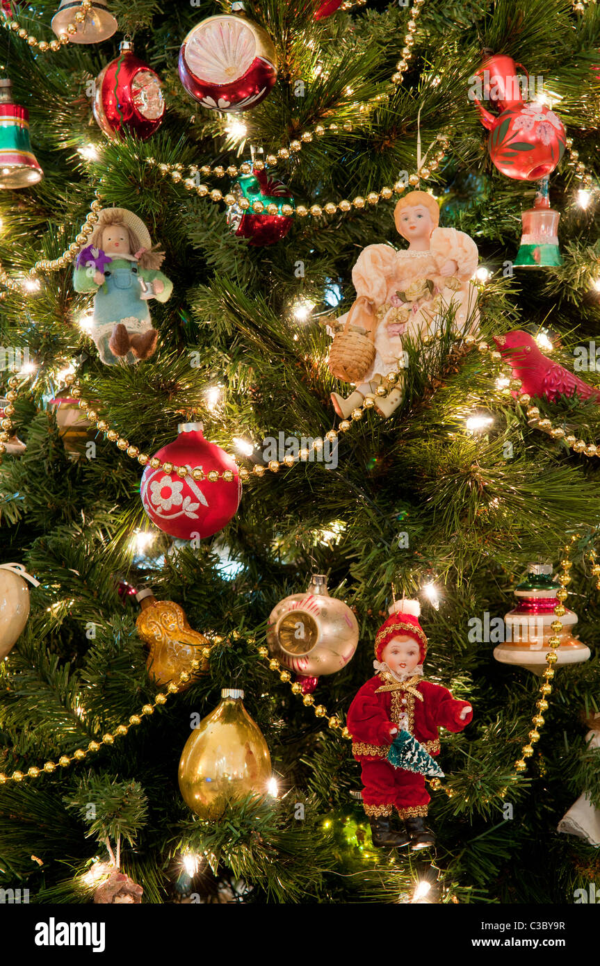 Old Fashioned Christmas Decorations High Resolution Stock Photography And Images Alamy