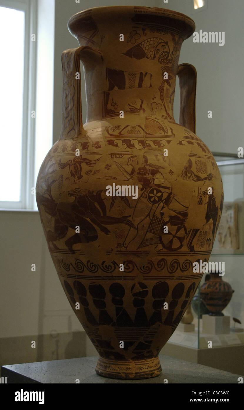 Greek art. Terracotta neck amphora. 7th century BC. Proto-Attic Period. It represents Herakles grabbing the hair - Stock Image