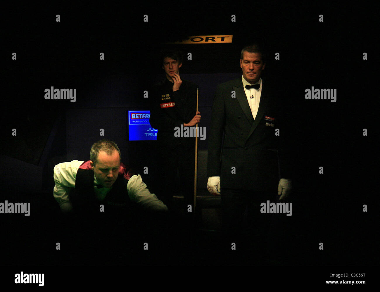 ohn Higgins in action against Judd Trump - Stock Image