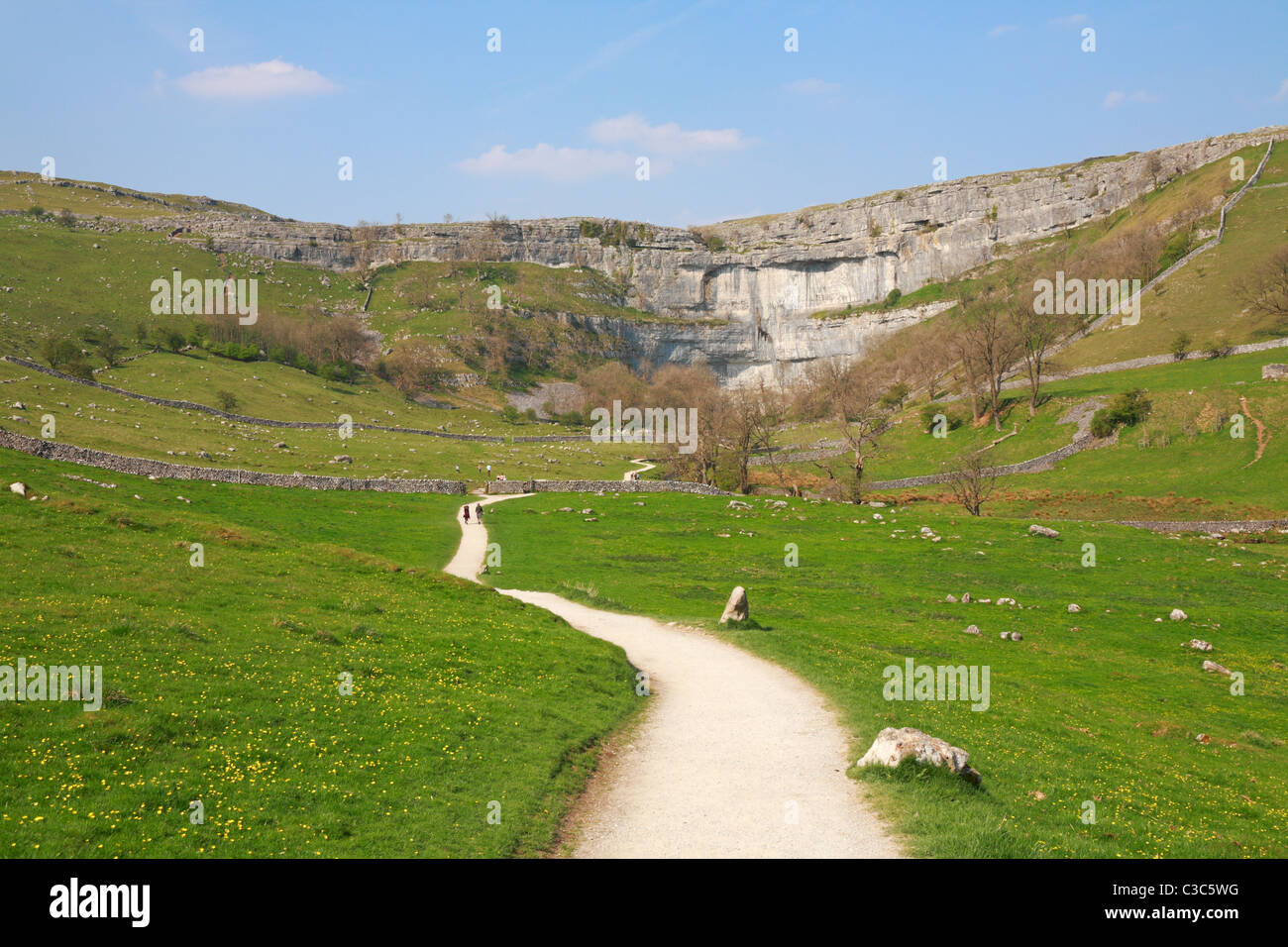 Walkers on the Pennine Way leading to Malham Cove, Malham, North Yorkshire, Yorkshire Dales National Park, England, - Stock Image