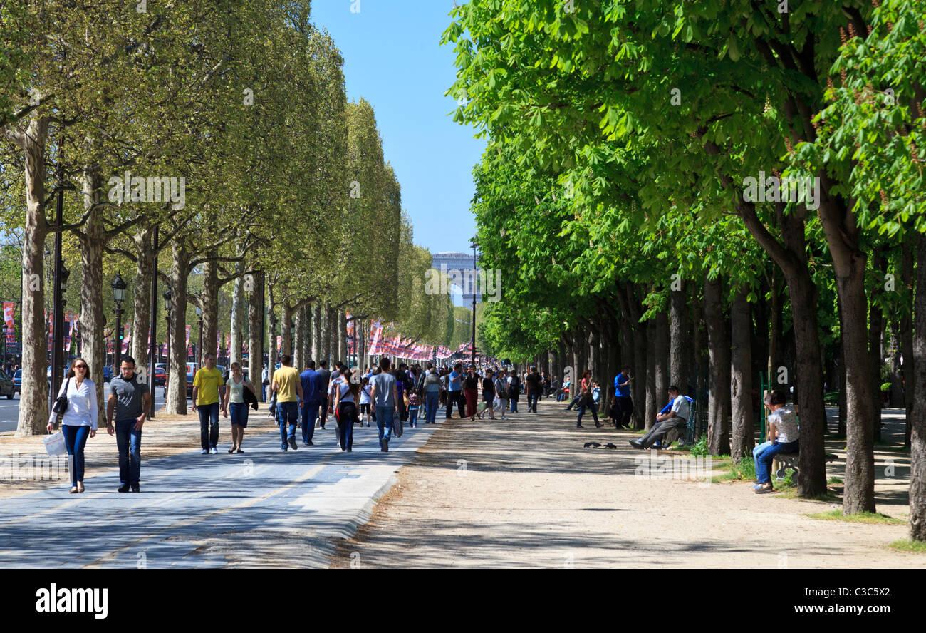 Avenue des Champs-Élysées looking towards the Arc de Triomphe, Paris - Stock Image