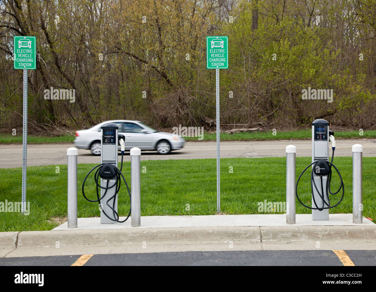 Livonia, Michigan - An electric vehicle charging station on the campus of Schoolcraft College. - Stock Image