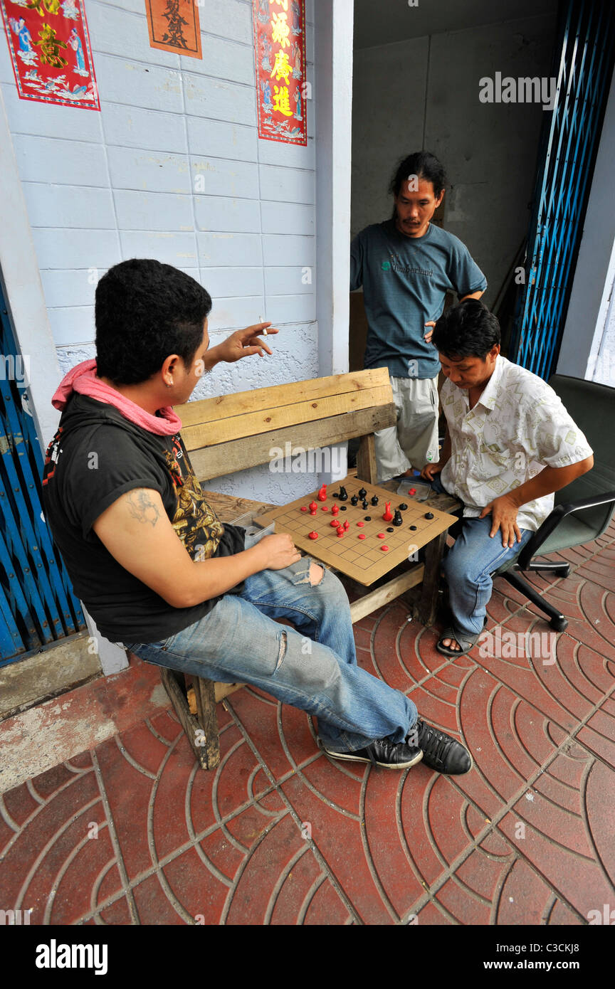 men playing chinese draughts , chinatown , bangkok, thailand - Stock Image