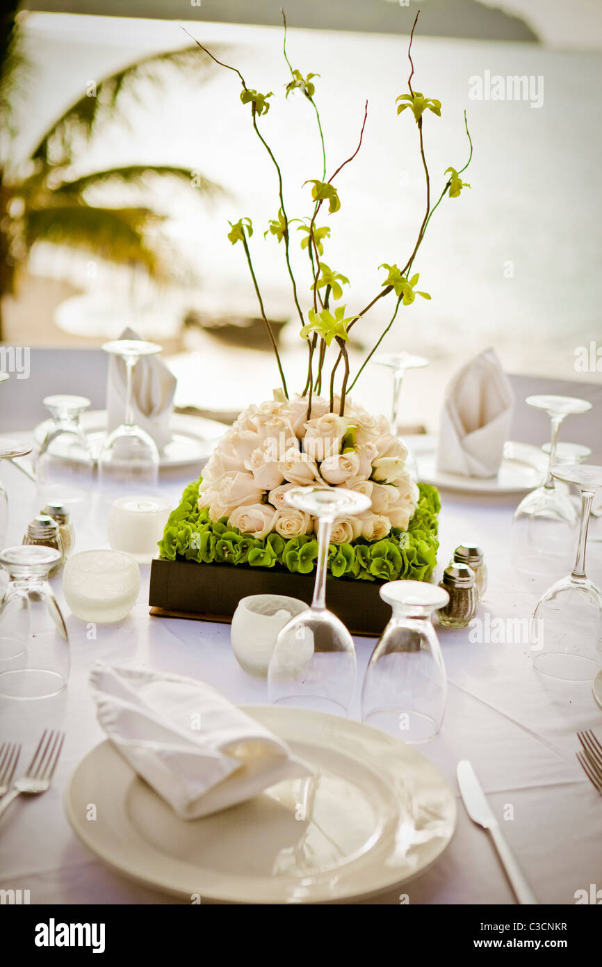 bridal table setting and centerpiece & bridal table setting and centerpiece Stock Photo: 36545147 - Alamy