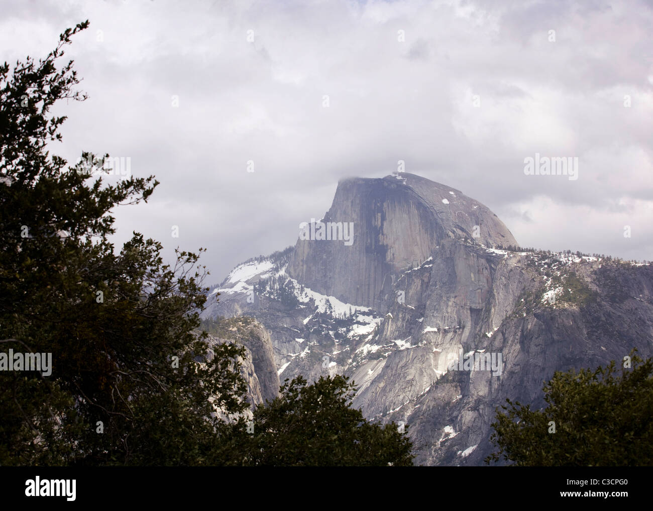 Yosemite's Half Dome under cloudy sky - Stock Image