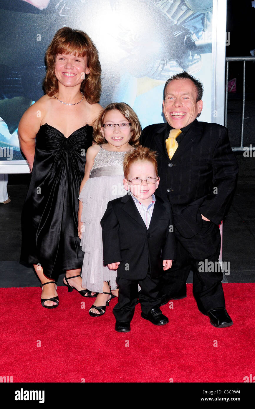 warwick davis and his family new york premiere of harry potter and