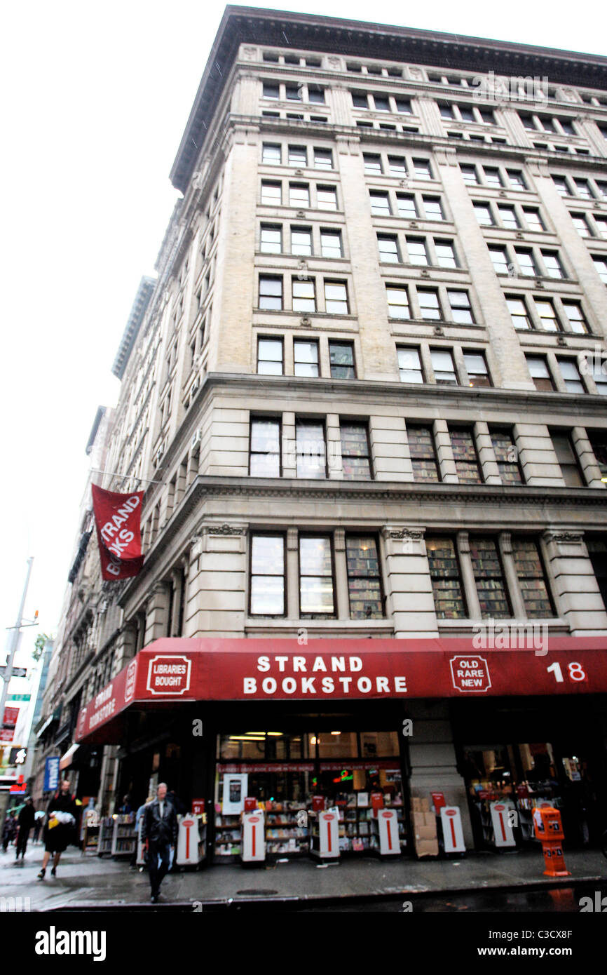 Strand Bookstore on Broadway and 12th Street in Manhattan New York City, USA - 18.06.09 Pattinson hit by cab while - Stock Image