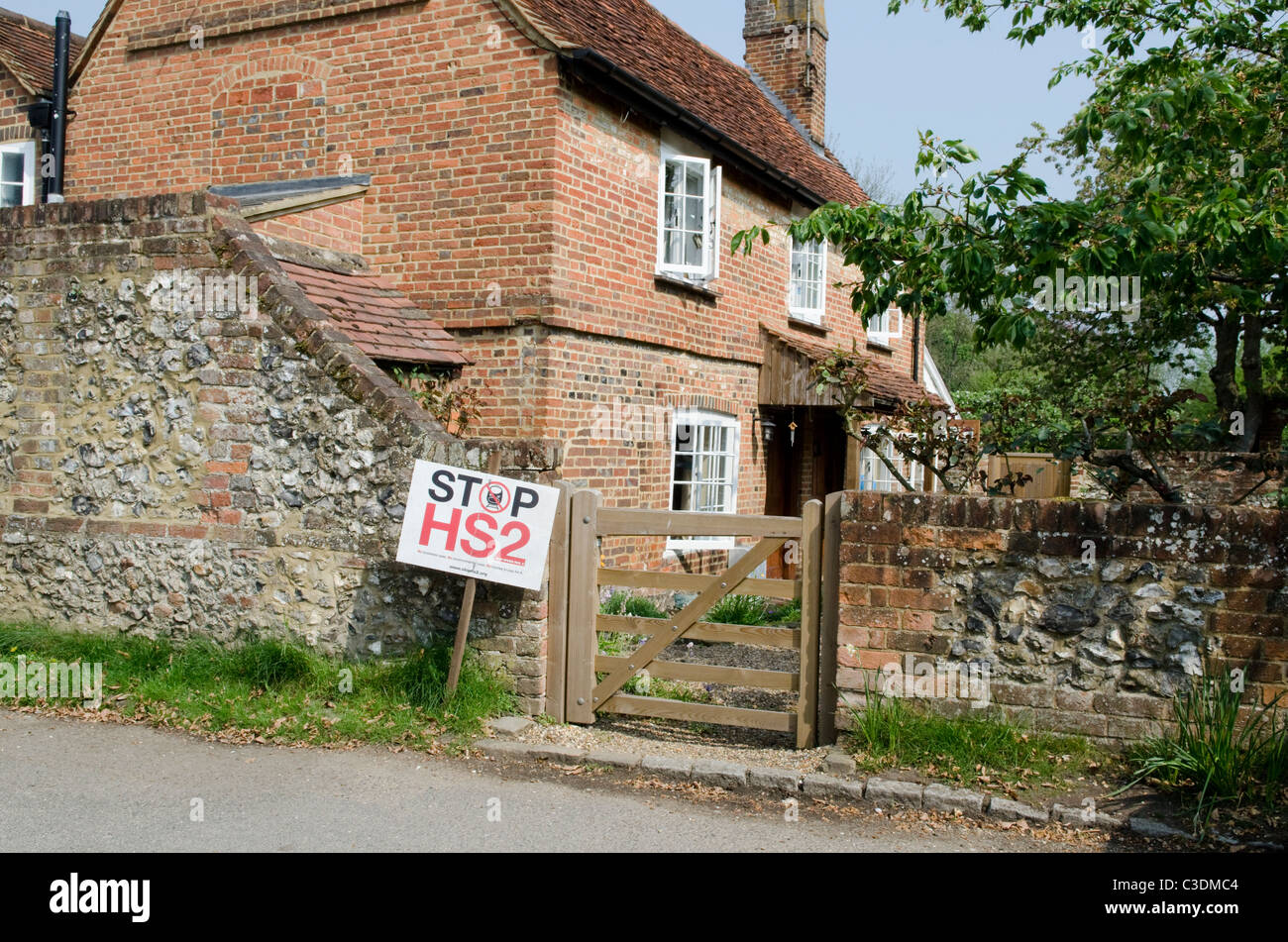 Opponents of the proposed HS2 high speed rail project show their posters in the village of Little Missenden - Stock Image