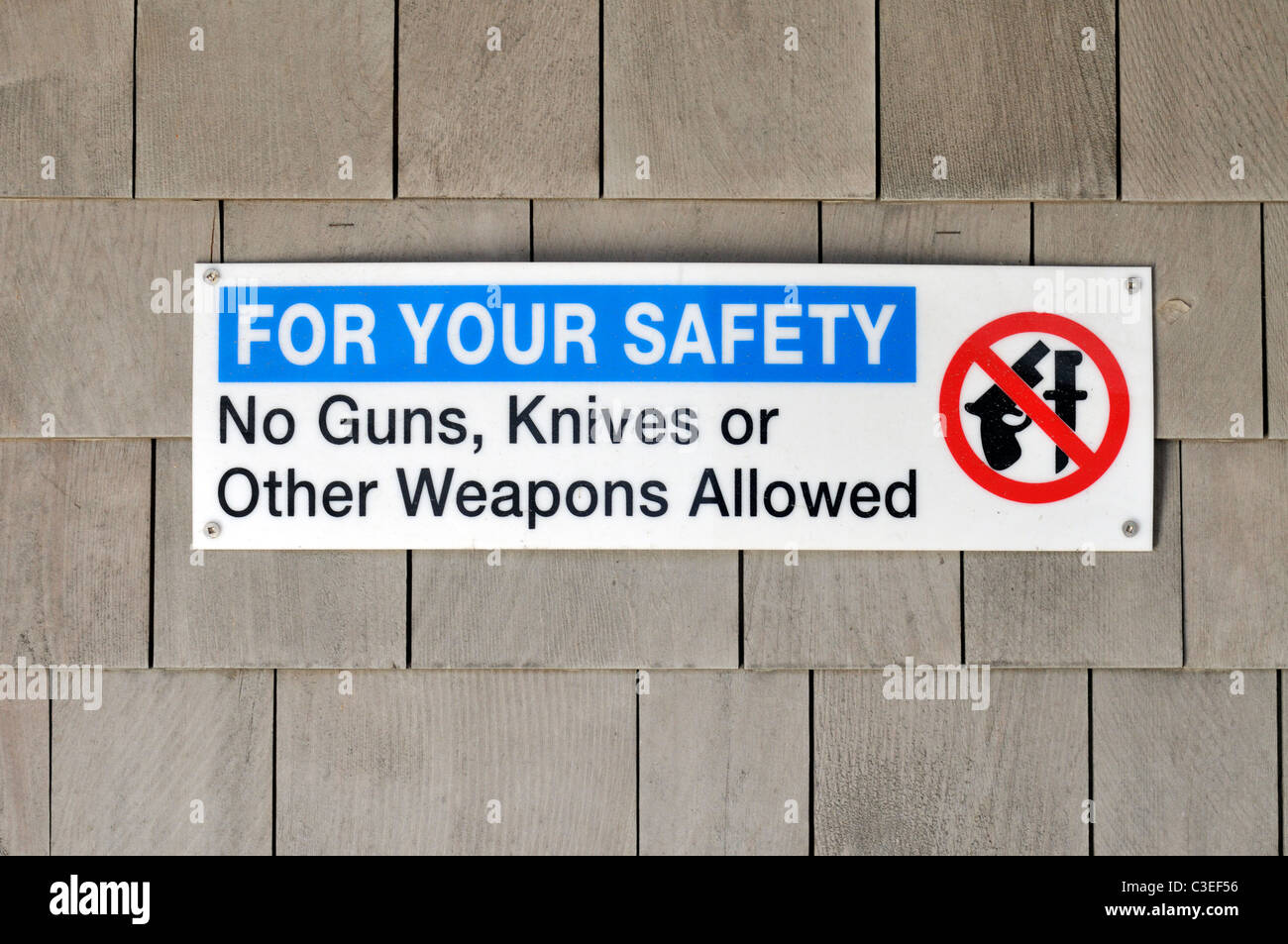Safety sign on side of building-No guns, knives or other weapons allowed. USA - Stock Image