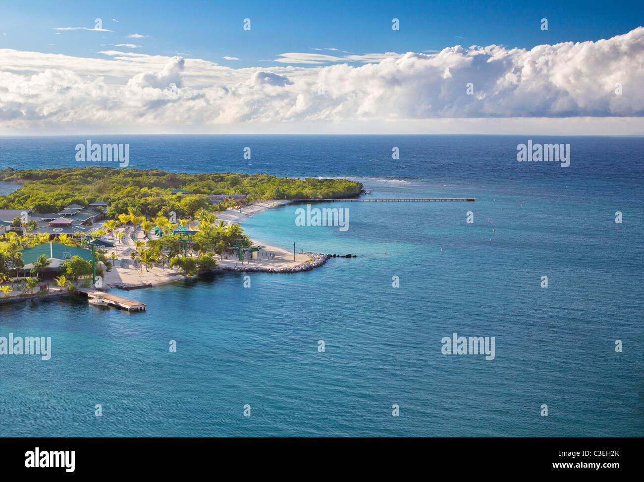 Photograph of the coast of Honduras island Roatan - Stock Image