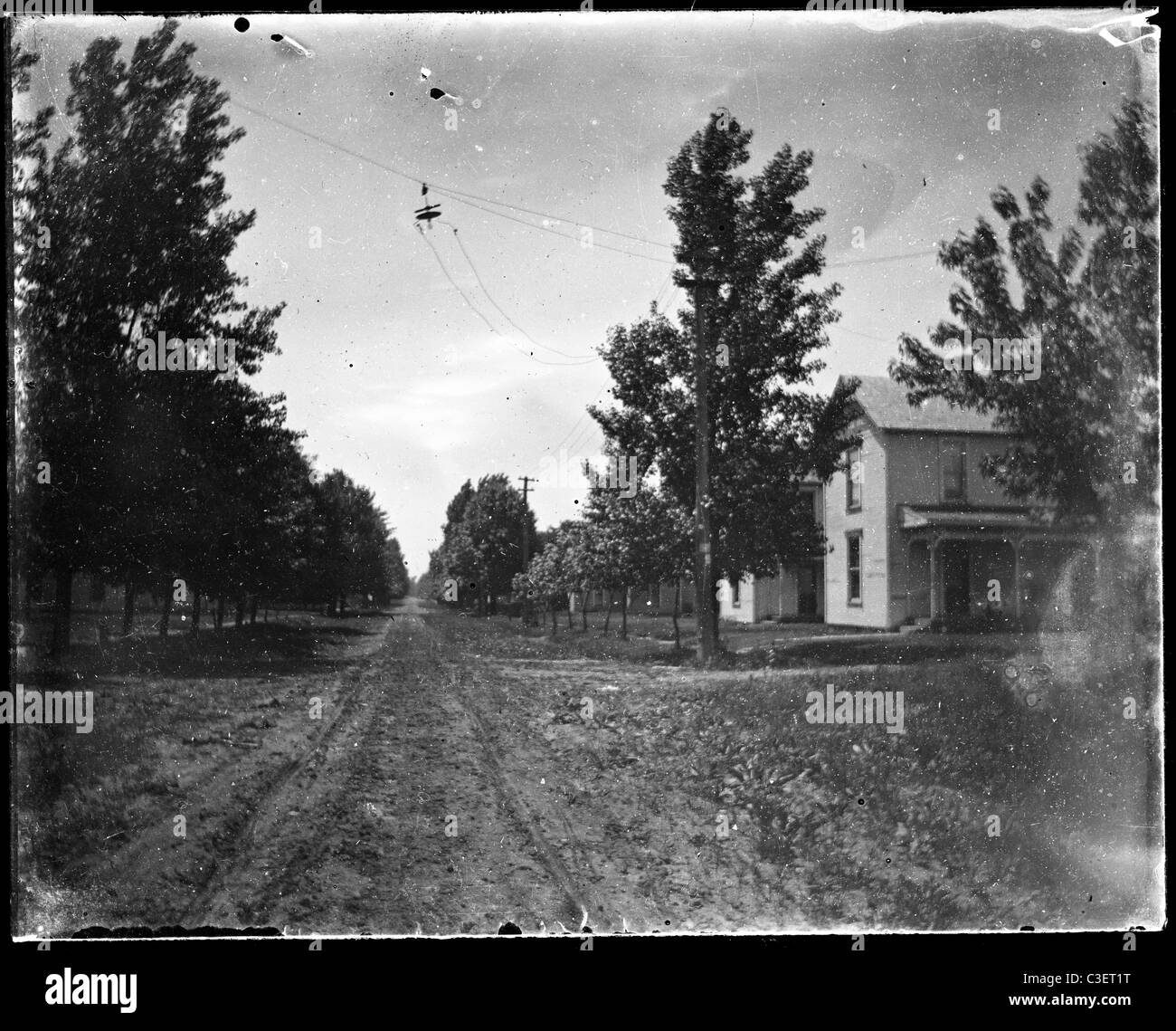 empty street with horse and buggy tracks pre-automobile main small town avenue 19th century 1890s - Stock Image