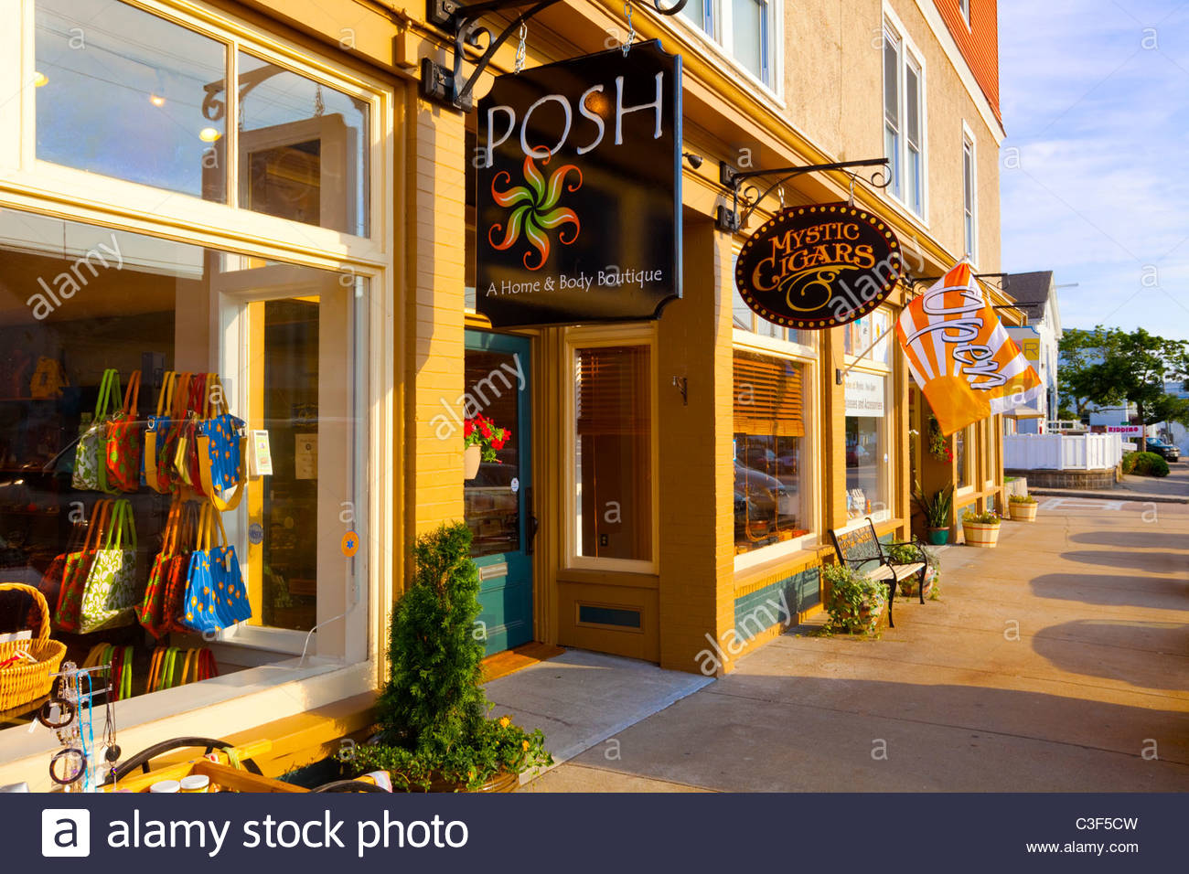 Stores along Cottrell Street. Downtown Mystic, Connecticut. - Stock Image