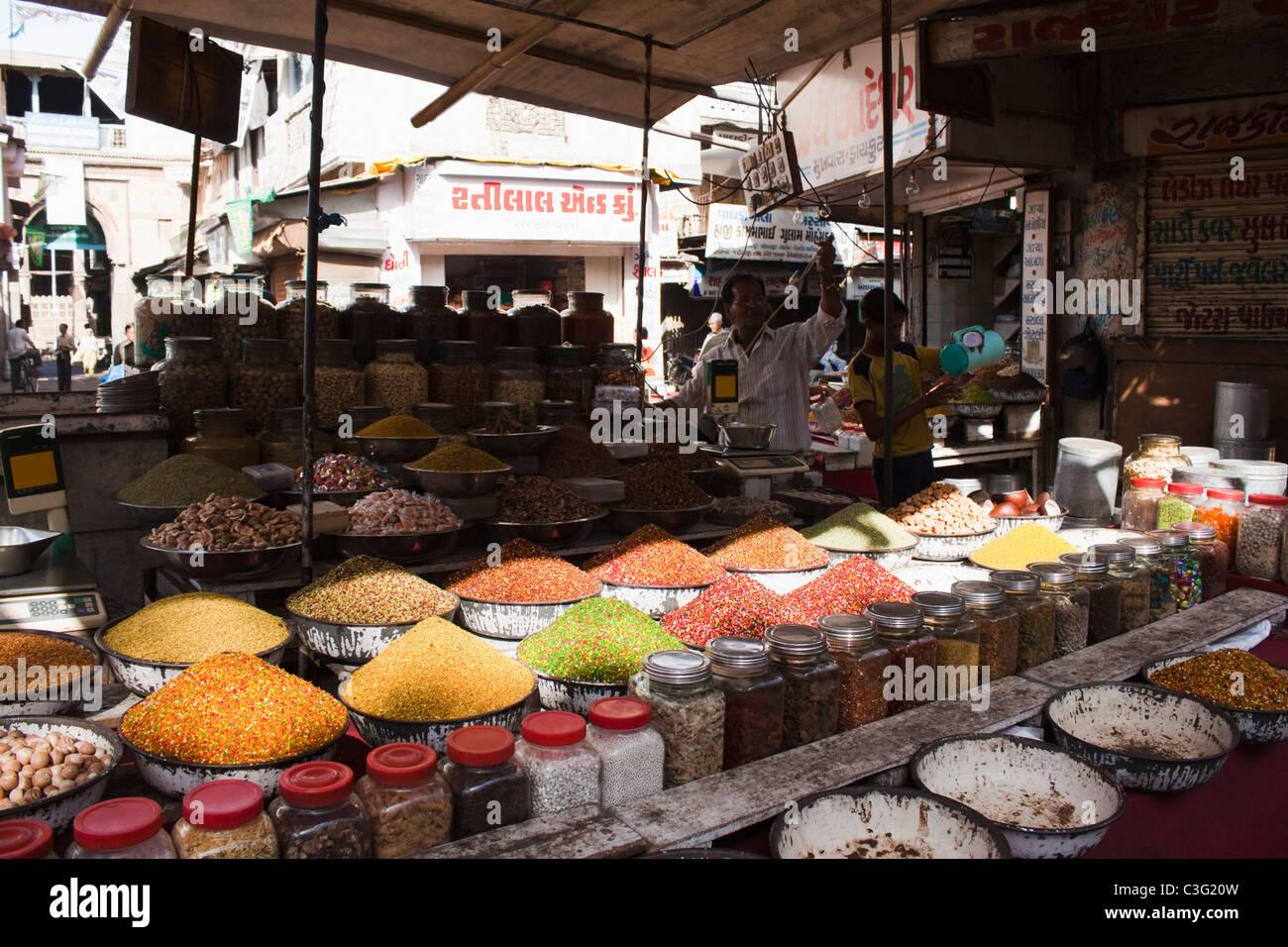 Snacks at a market stall, Ahmedabad, Gujarat, India - Stock Image