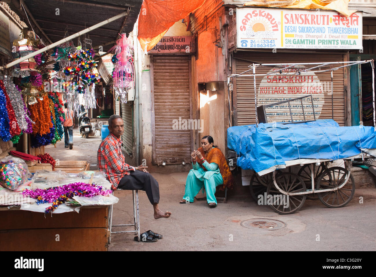 Tinsel products shop in a street, Ahmedabad, Gujarat, India - Stock Image