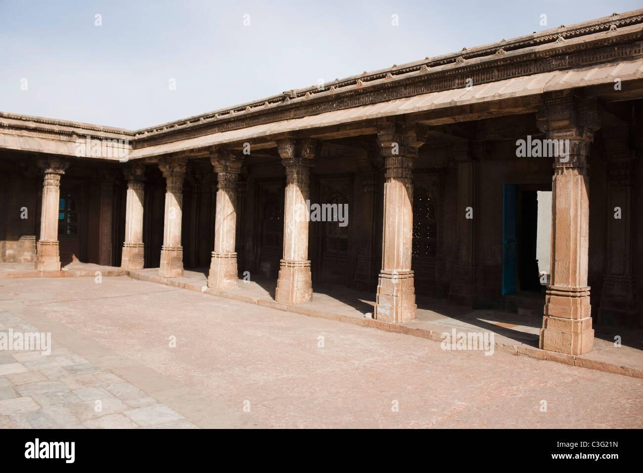 Courtyard of a building, Ahemdabad, Gujarat, India - Stock Image