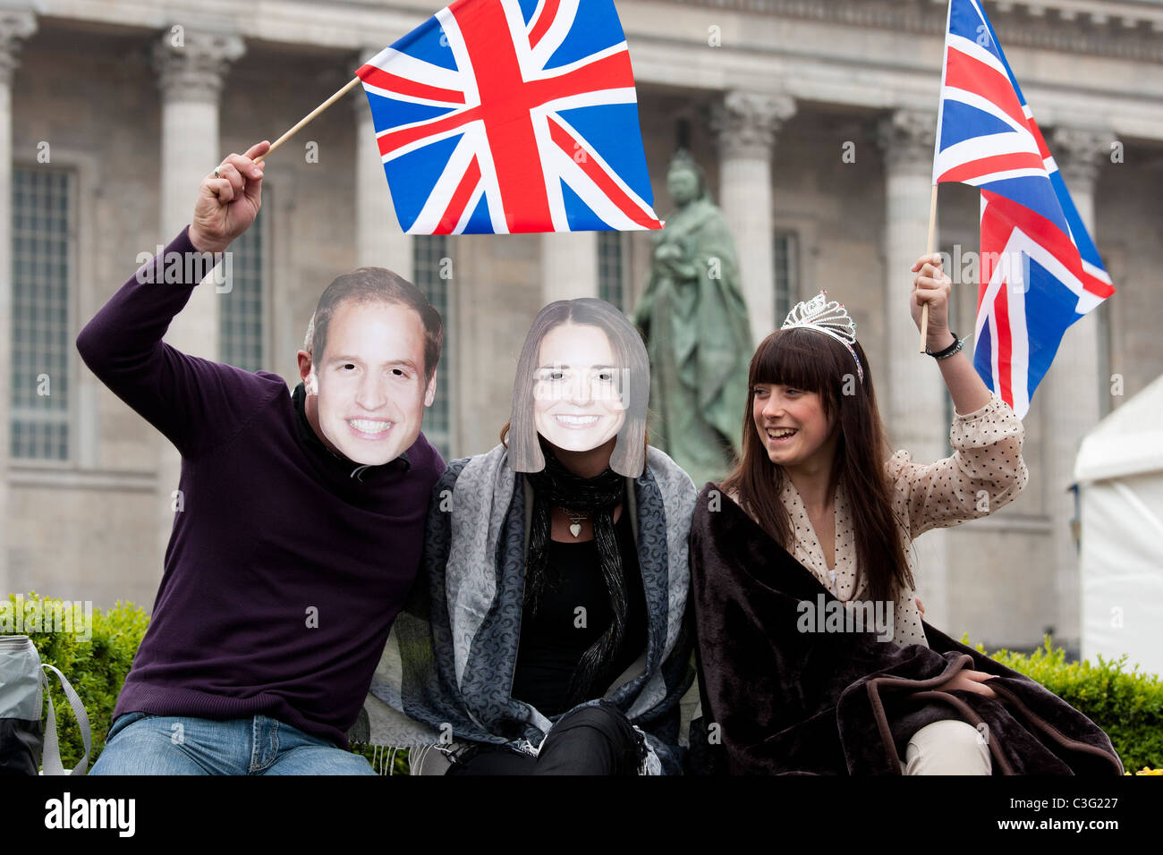 The Royal Wedding celebration of Prince William to Kate Middleton being watched by crowds in Victoria Square, Birmingham. Stock Photo