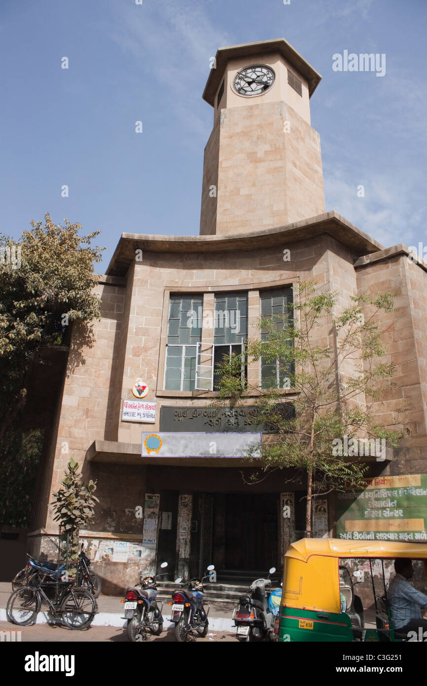 Low angle view of a building, Ahmedabad, Gujarat, India - Stock Image