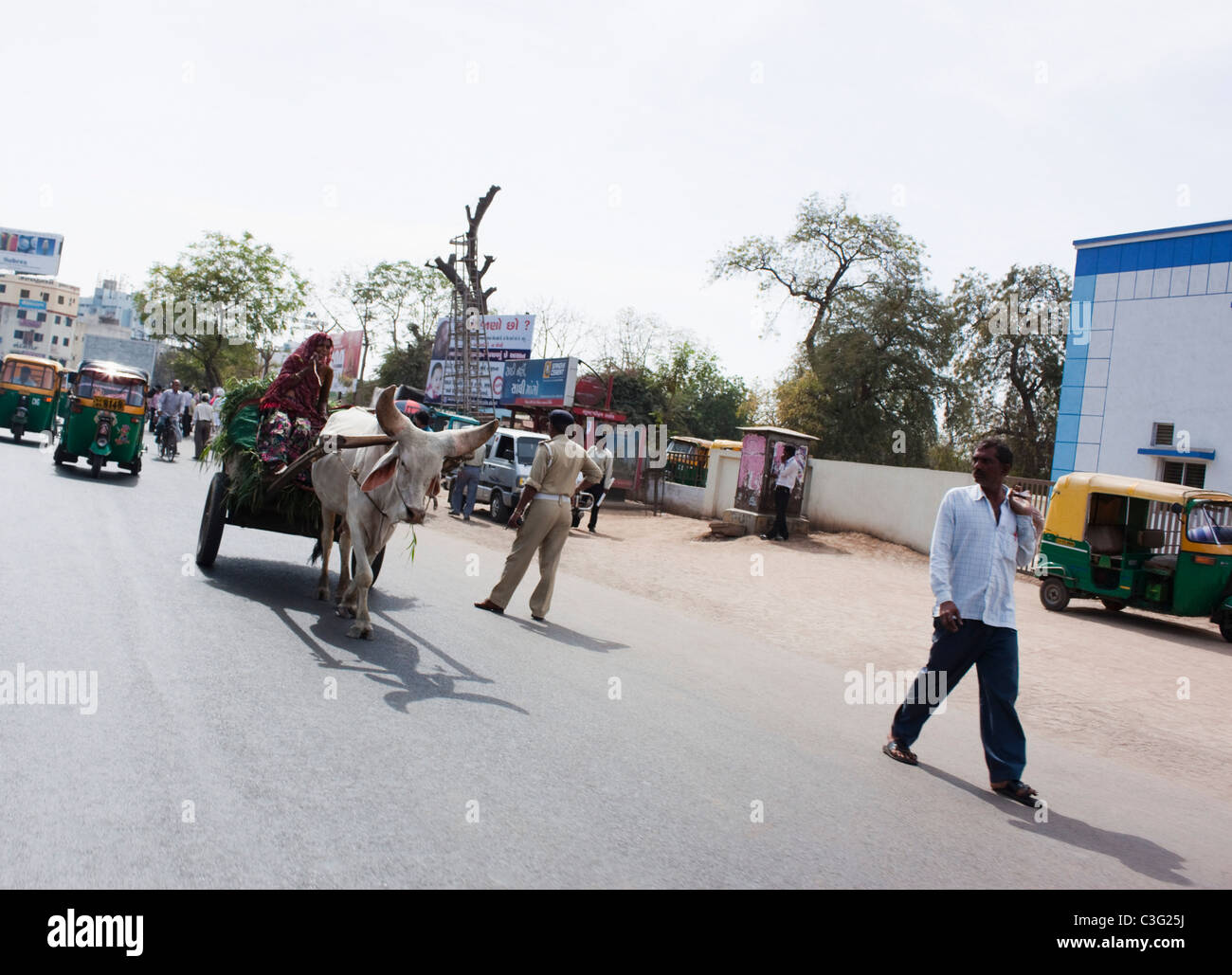 Traffic on a road in a city, Ahmedabad, Gujarat, India - Stock Image