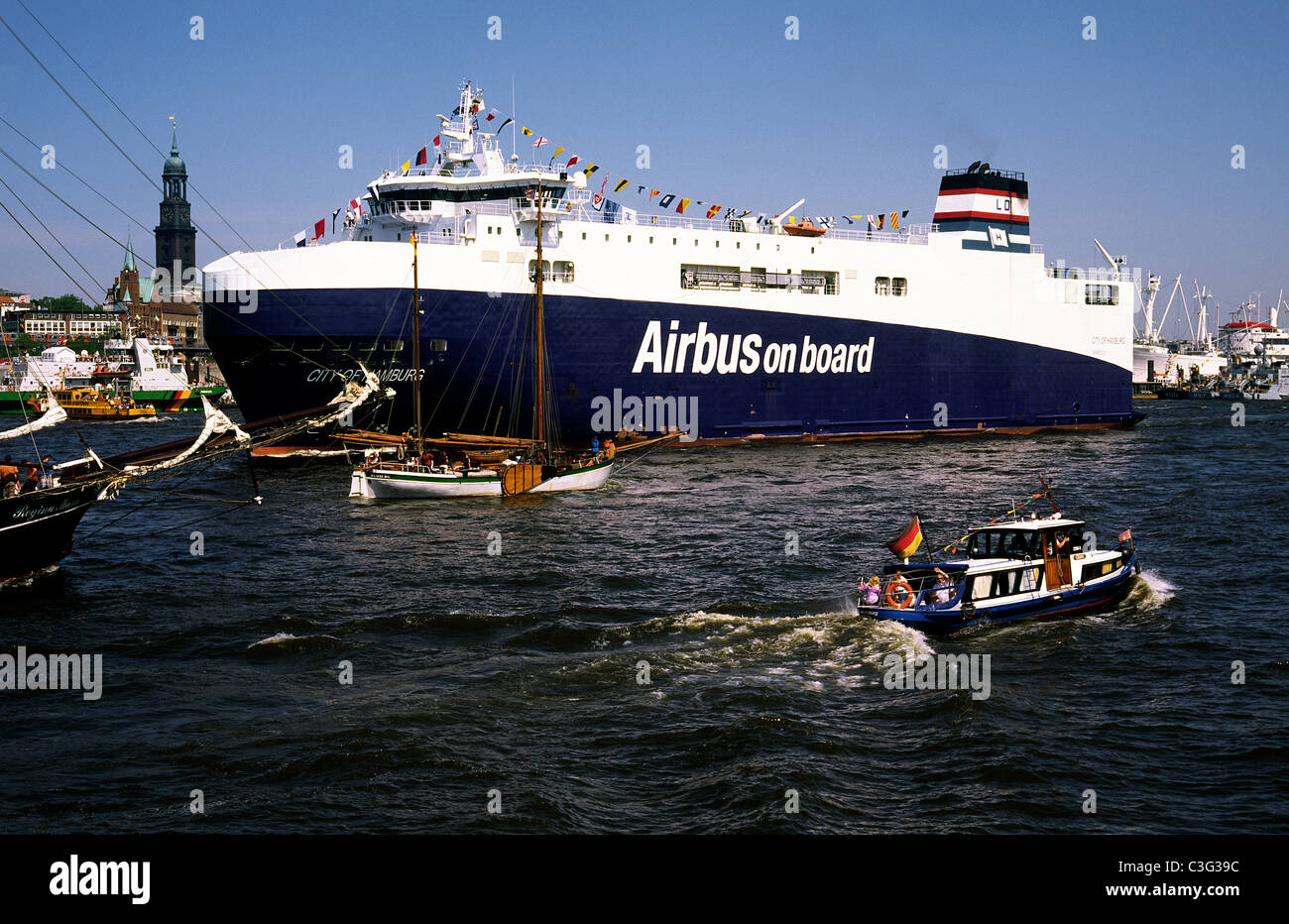 RoRo vessel City of Hamburg taking Airbus A380 parts from