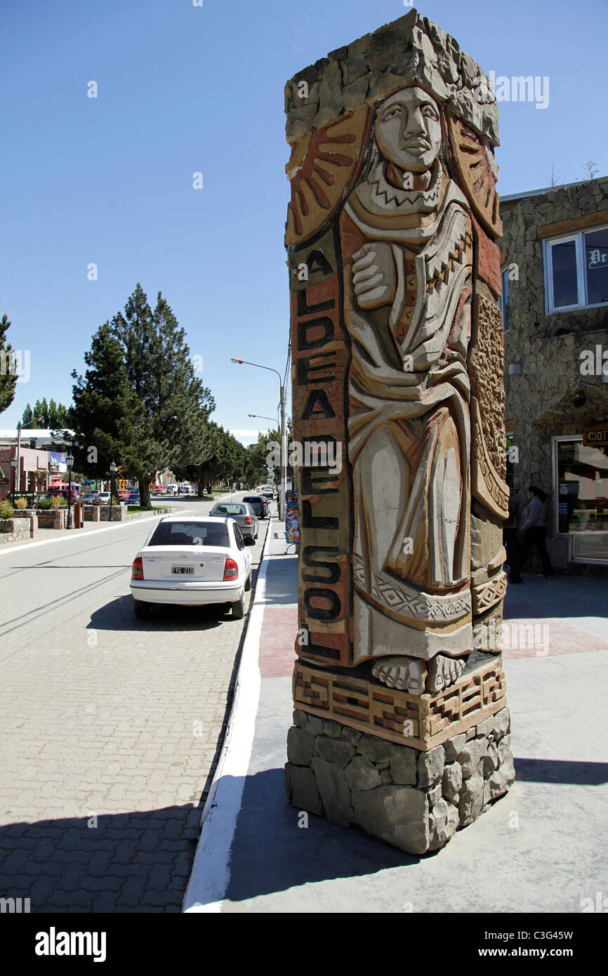Street scene and town sign in El Calafate, Patagonia, Argentina, South America. - Stock Image