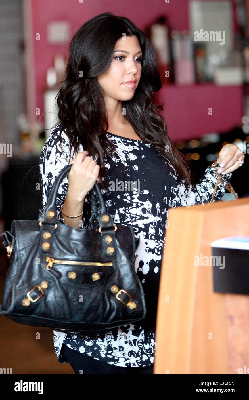 Kourtney Kardashian Gets Hair Extensions Stock Photos Kourtney