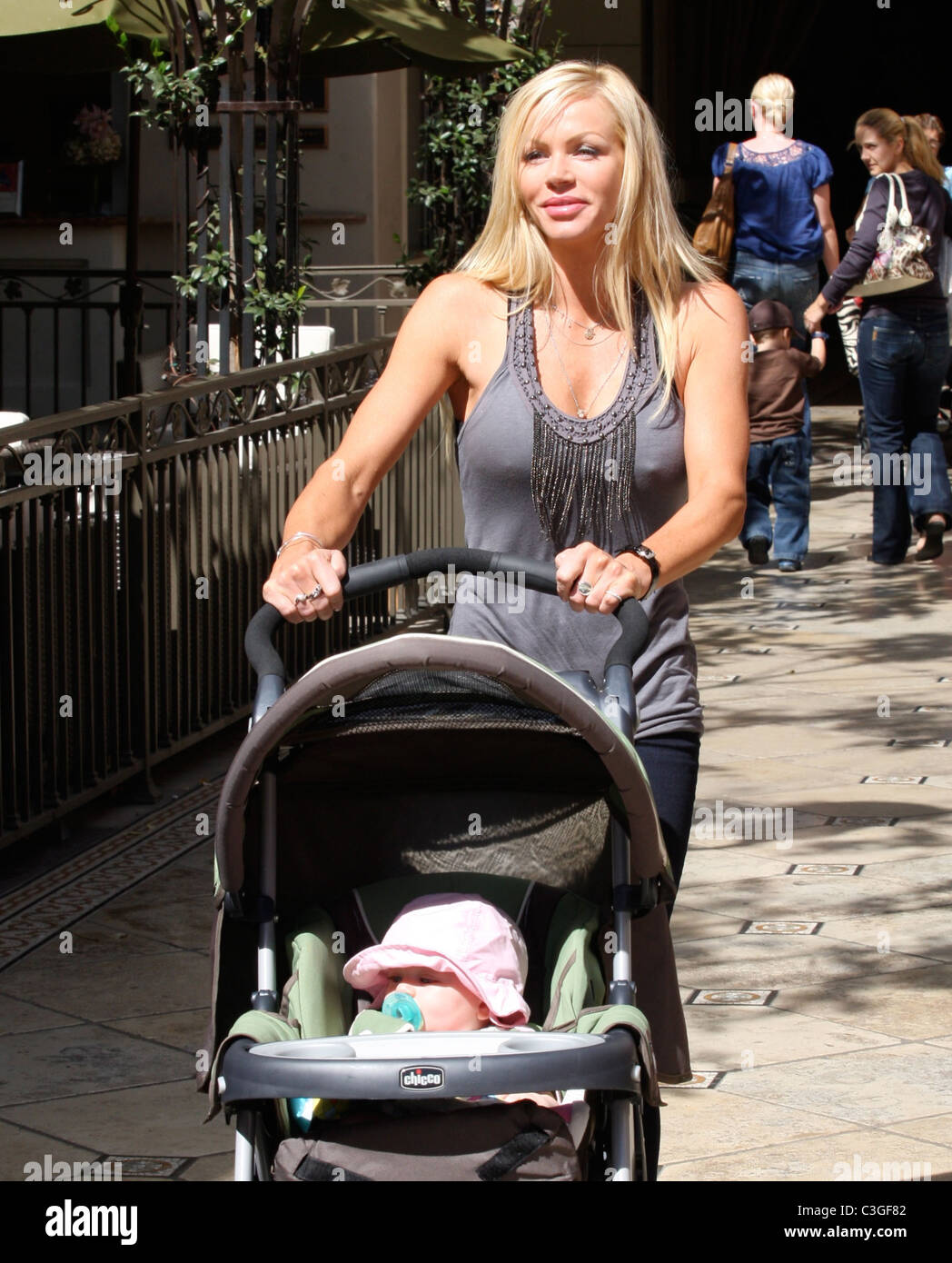 Nikki Ziering Former Playboy Playmate Of The Month Shopping In Hollywood With Her Daughter Tatum Reynolds Los Angeles
