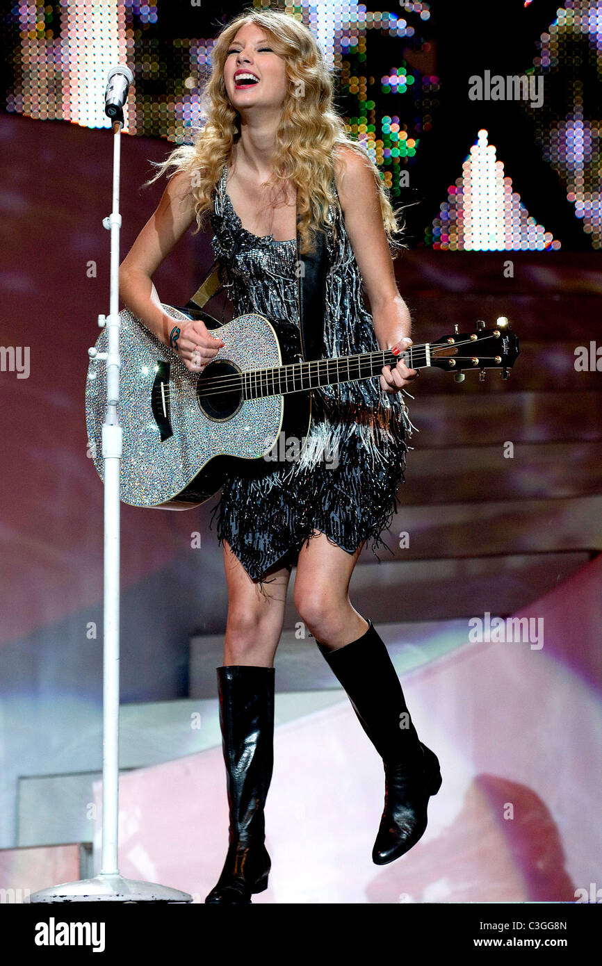 Taylor Swift Performing Live In Concert At Madison Square Garden New Stock Photo Alamy