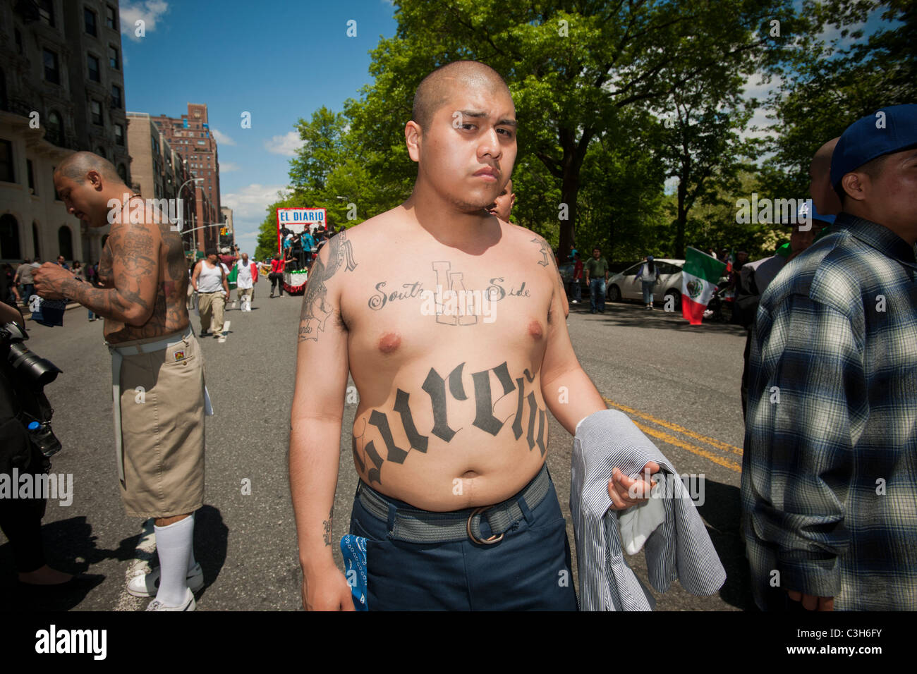 Members of the Brown Life bicycle club show off their tattoos in the Cinco de Mayo Parade - Stock Image
