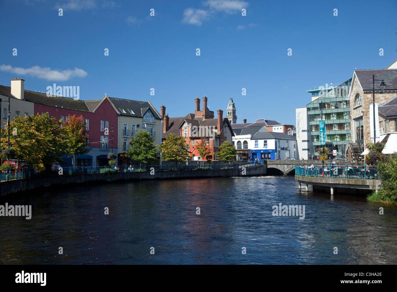 Sligo town centre along the Garavogue River, County Sligo, Ireland. - Stock Image