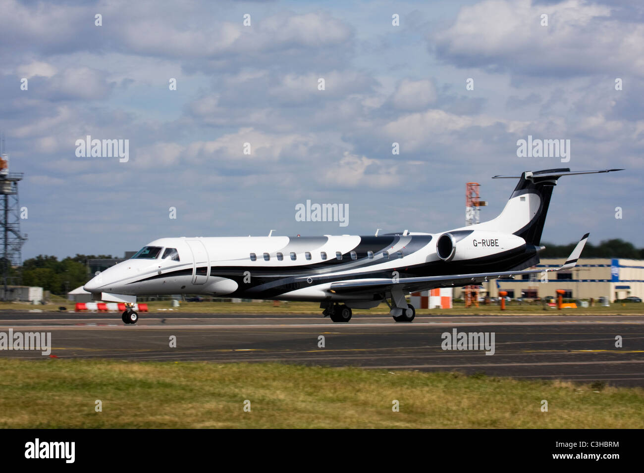 London Executive Aviation (LEA) Embraer EMB-135BJ Legacy business jet - Stock Image