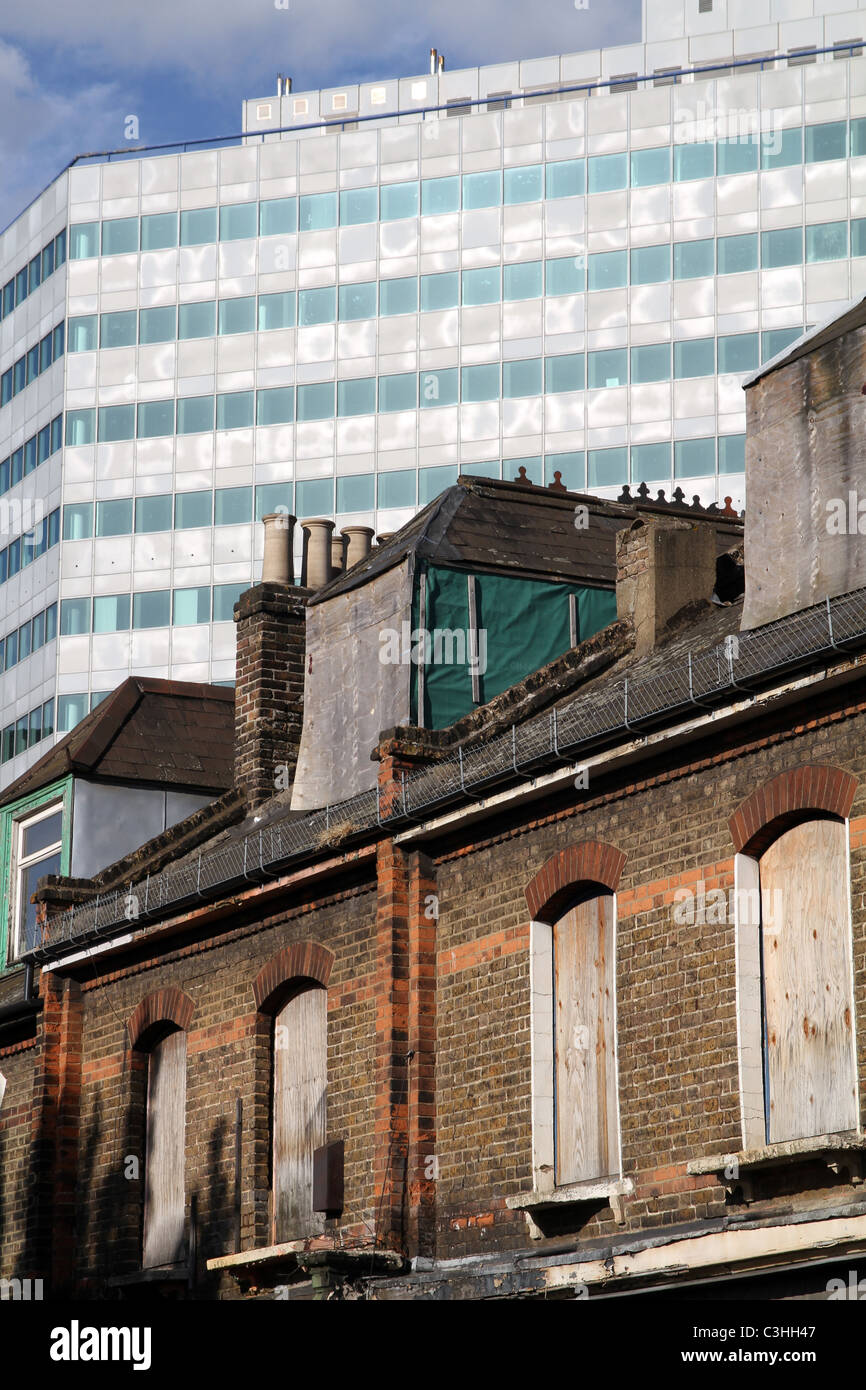 DERELICT BUILDINGS WITH NEW OFFICE BLOCKS IN BACKGROUND IN CROYDON, LONDON, UK - Stock Image