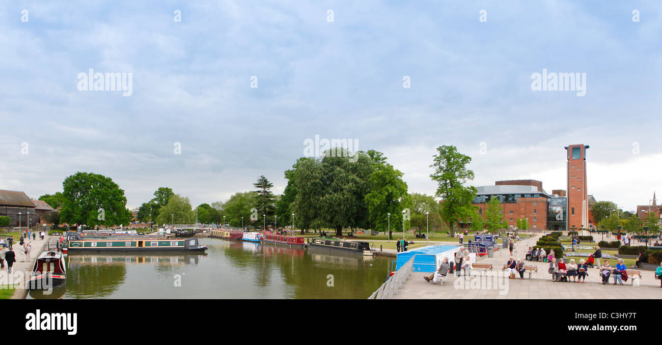 Stratford upon Avon, Warwickshire, England, UK. Bancroft Gardens and Waterside Area. RSC Theatre to right. - Stock Image