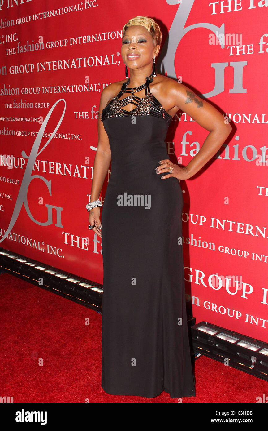 Mary J. Blige Fashion Group International's 26th annual Night Of Stars at Cipriani Wall Street - Red Carpet - Stock Image