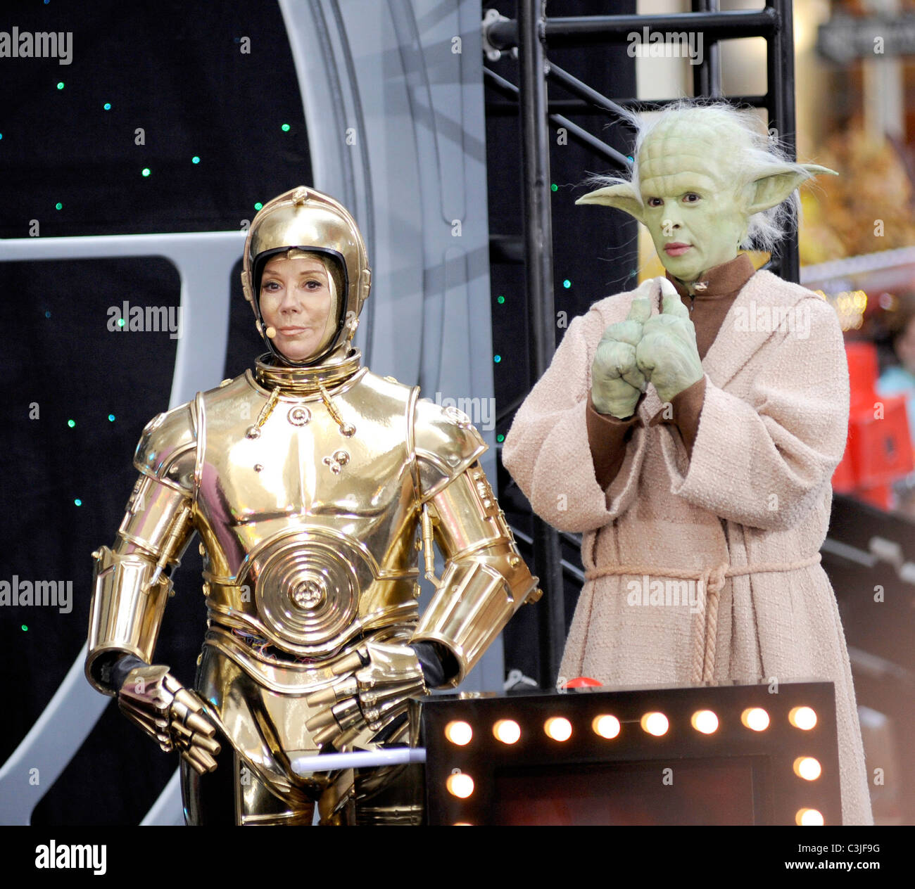 Kathie Lee Gifford As C 3PO And Hoda Kotb Yoda NBCs Today Show Anchors Dress The Cast Of Star Wars On Rockefeller