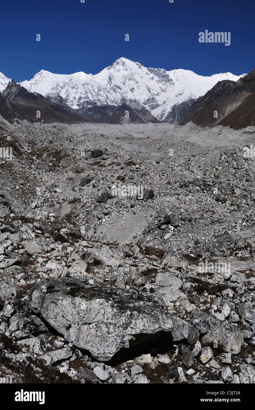 Asia, Nepal, Eastern Region, View of cho oyu and ngozumba glacier - Stock Image