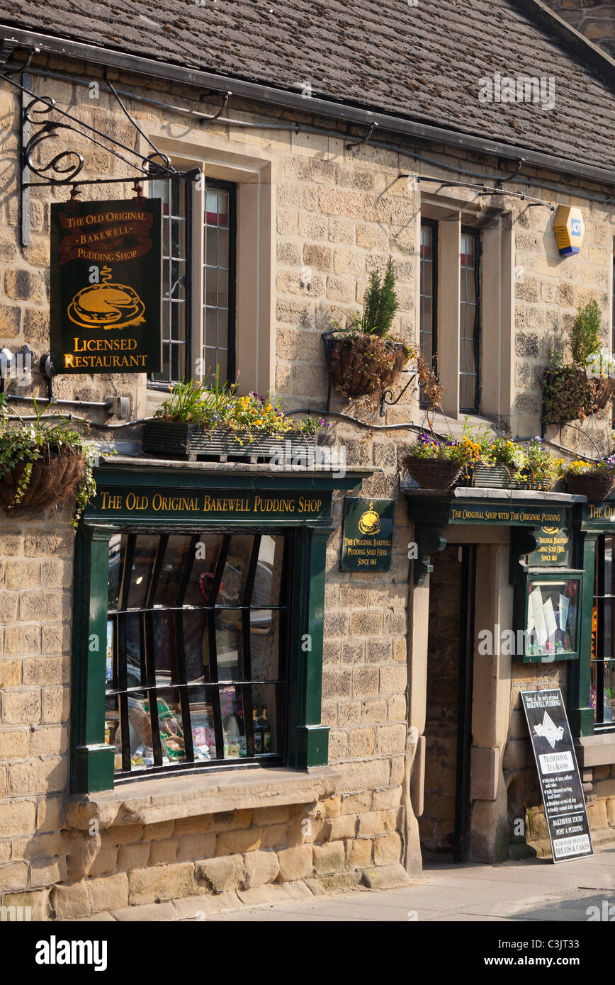 The original Bakewell pudding shop Bakewell, Peak District national park, Derbyshire, England GB UK EU Europe - Stock Image