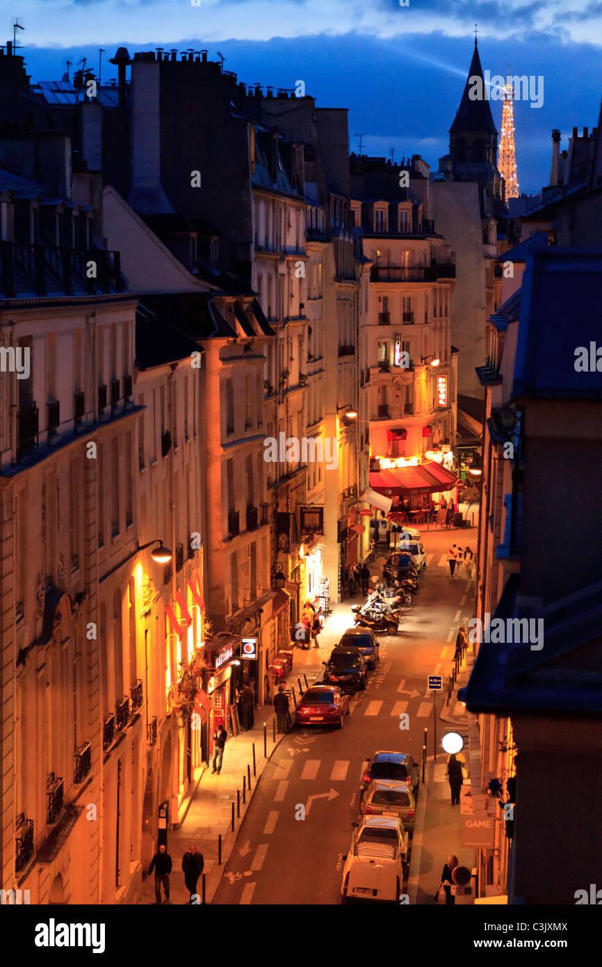 Dusk view of the Eiffel Tower down the Rue Saint-André des Arts, Paris - Stock Image