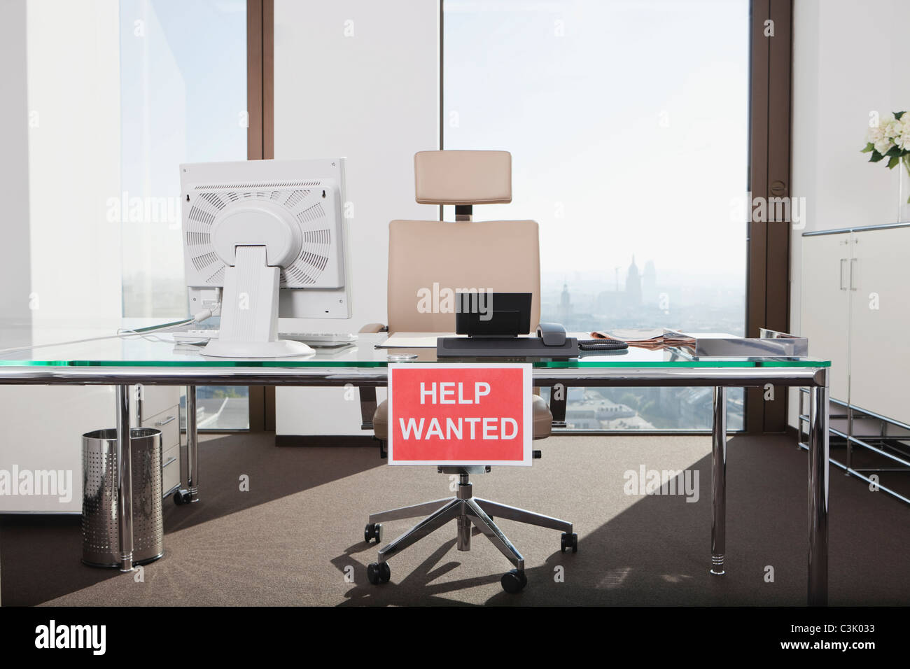 Germany, Frankfurt, Help wanted text sign in office - Stock Image